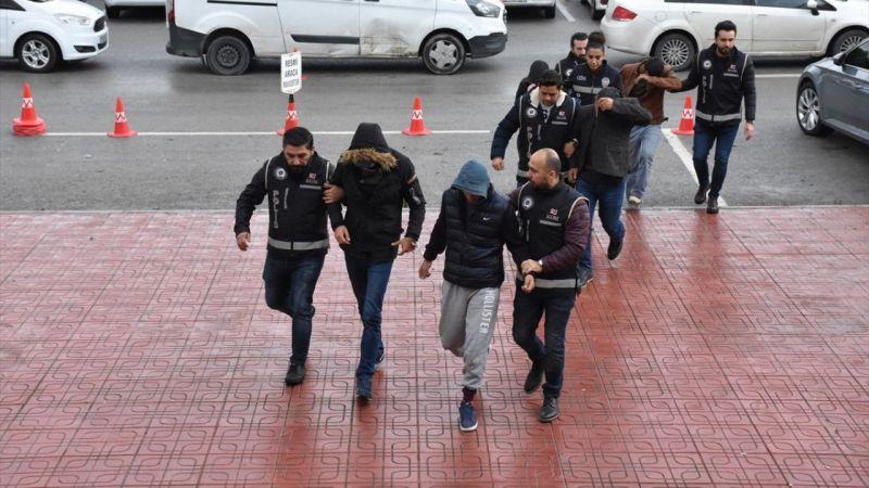 Düzensiz göçmenlerin yurt dışına çıkışını organize eden 4 kişi tutuklandı
