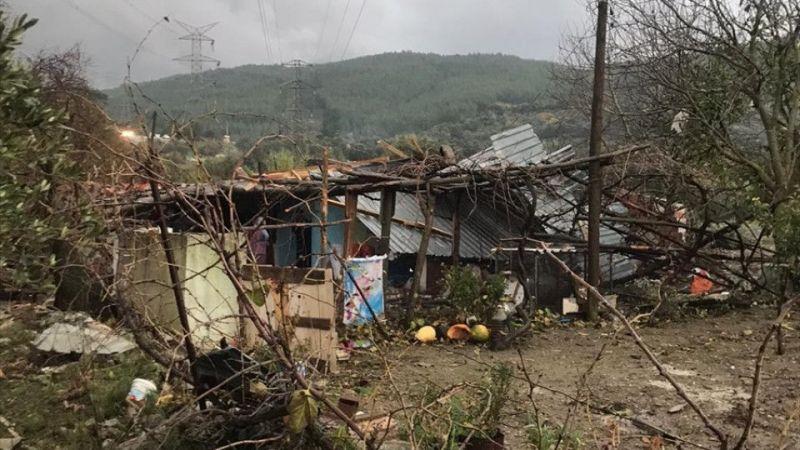 Muğla'da çıkan hortum evlerin çatılarını uçurdu, ağaçları devirdi