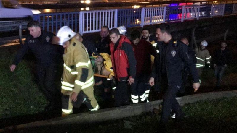 İzmir'de dereye düşen kadın itfaiye ekiplerince kurtarıldı
