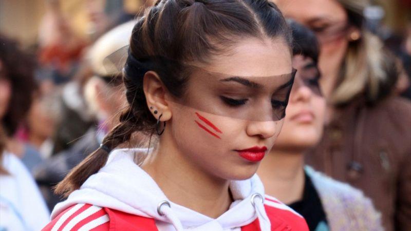 Şilili kadınların danslı protestosuna İzmir'den destek