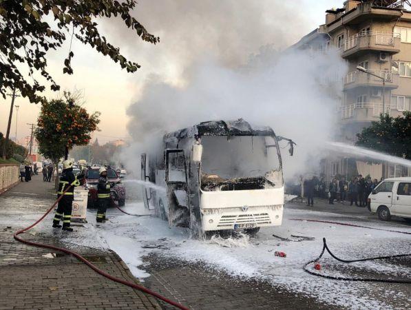 Aydın'da seyir halindeki servis midibüsü yandı