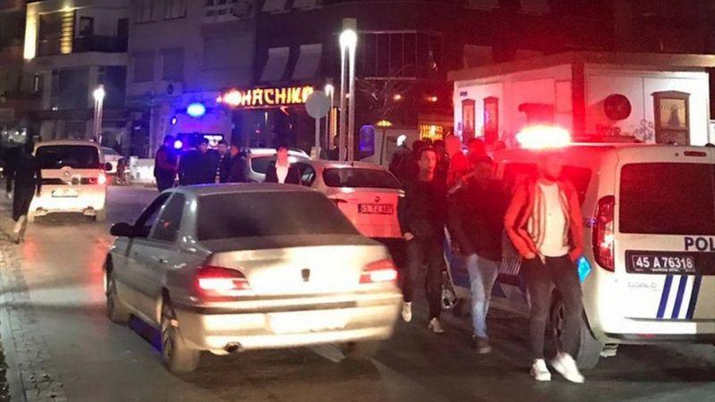 Manisa'da Fenerbahçe ve Beşiktaş taraftarları arasındaki kavgada 3 kişi yaralandı