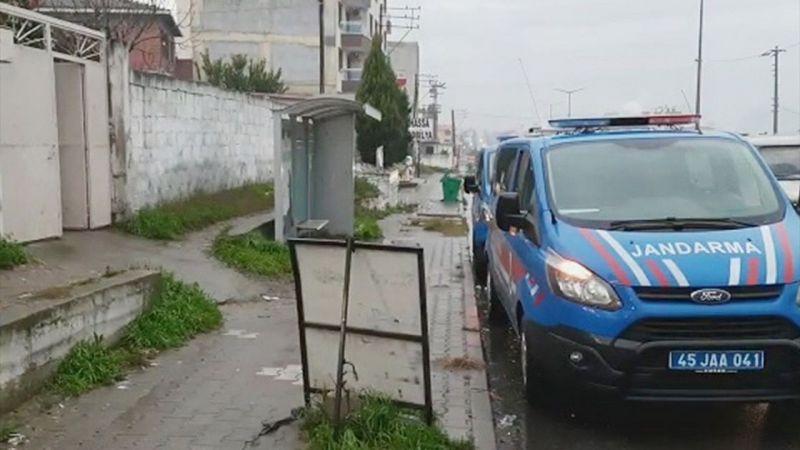 Manisa'da bir kişi eşini bıçakla yaraladı