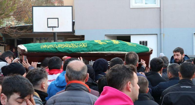İzmir'deki silahlı saldırıda hayatını kaybedenler toprağa verildi