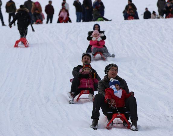 Denizli Kayak Merkezi'nde hafta sonu yoğunluğu yaşandı