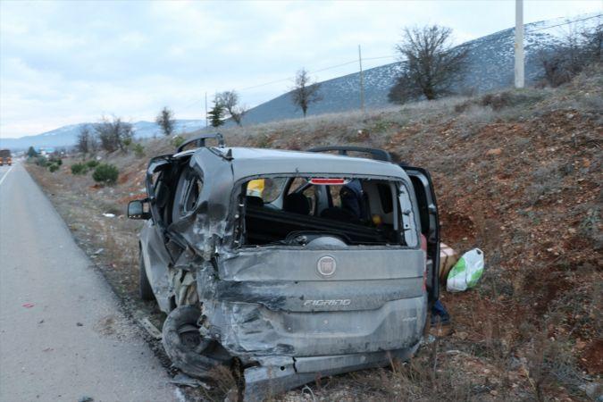 Denizli'de otomobille hafif ticari araç çarpıştı: 1 ölü, 3 yaralı