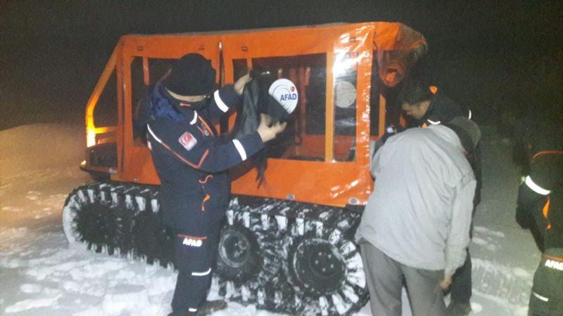 Aydın'da traktörü kara saplanan kişi 4 saat sonra kurtarıldı
