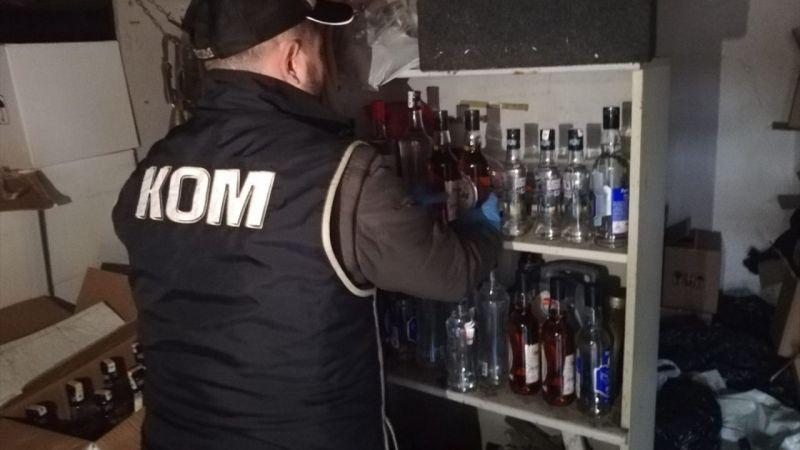 İzmir'de barakada bin 406 şişe sahte içki ele geçirildi