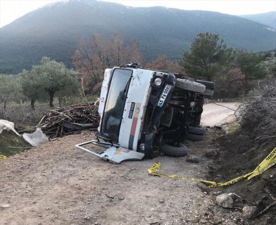 Manisa'da devrilen kamyonetin altına kalan kadın öldü