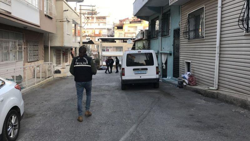 İzmir'de bir kişi sokakta darbettiği eski eşini tüfekle yaraladı