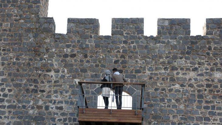 Millet Bahçesi için 7 bin yıllık sura balkon yapmışlar!