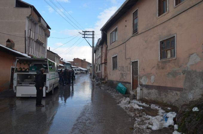 Kütahya'da bir evde çürümüş erkek cesedi bulundu