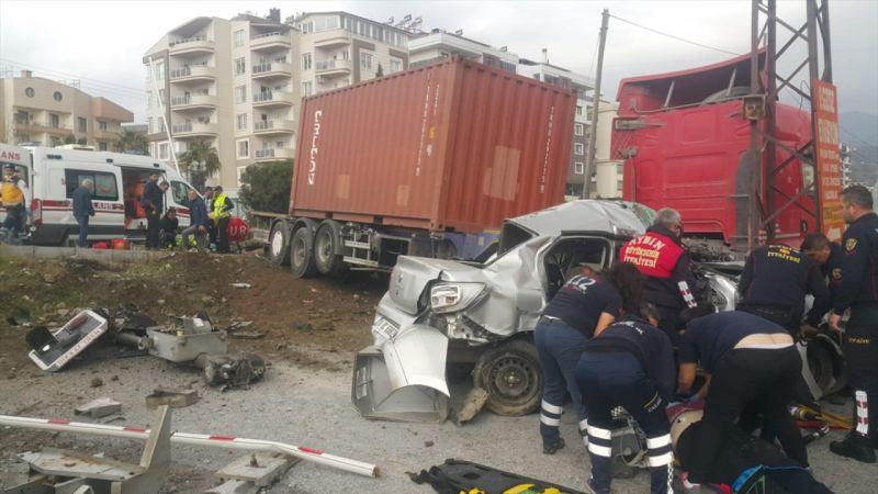 Aydın'da tırla otomobil çarpıştı: 5 yaralı
