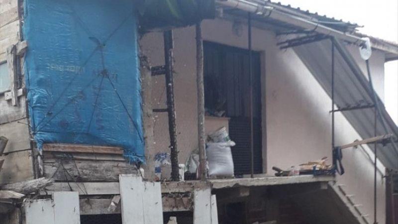 Manisa'da balkondan düşen 2 yaşındaki çocuk hastaneye kaldırıldı