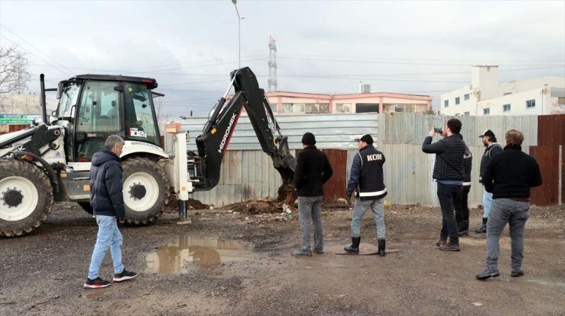 Toprağa gömülü tank içinde 3 bin litre kaçak akaryakıt ele geçirildi
