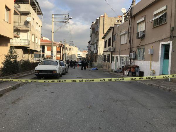 İzmir'de işe gitmek için evden çıkan kişi bıçaklanarak öldürüldü