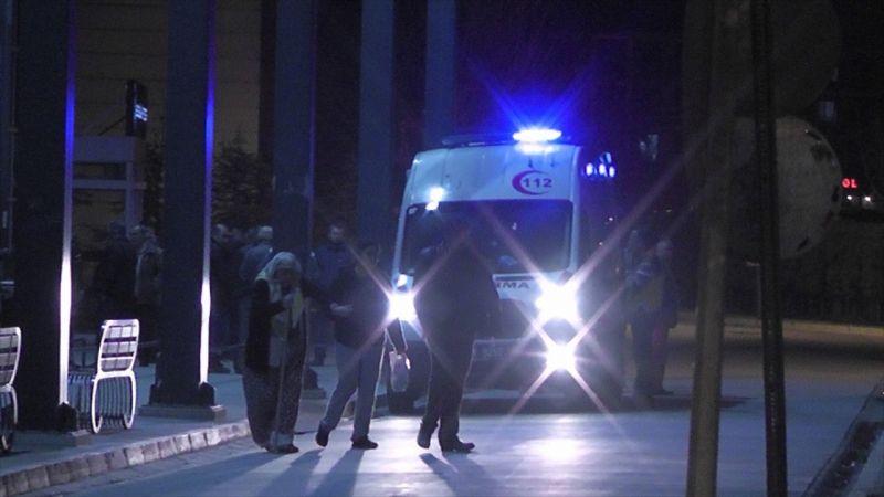 İzmir'de silahla kahvehaneyi basan kişi, biri kayınpederi 2 kişiyi ağır yaraladı