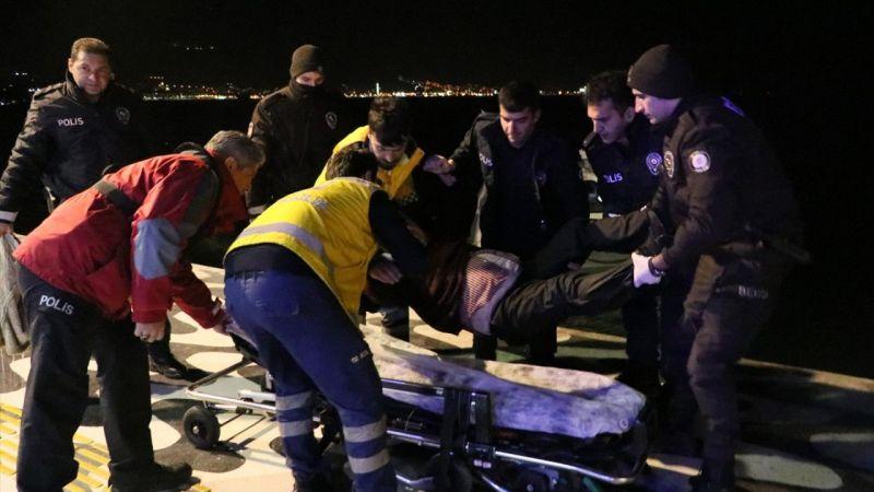 İzmir'de denize düşen adamı polis kurtardı