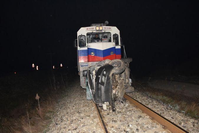 Aydın'da demir yoluna devrilen otomobilin sürücüsü öldü