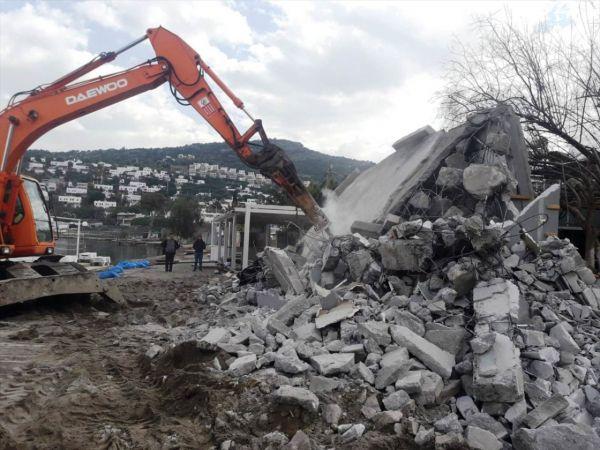 Bodrum'da kaçak yapı yıkıldı