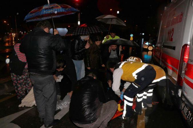 Muğla'da kazada yaralanan kadına şemsiyeli koruma