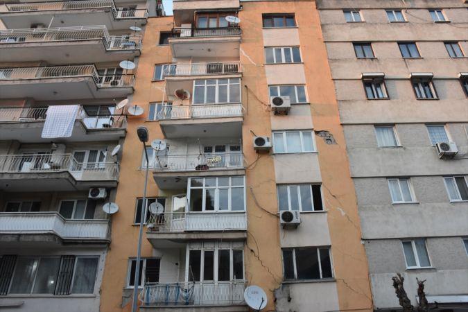 Manisa'da yıkılma tehlikesi bulunan 7 katlı apartman tahliye edildi