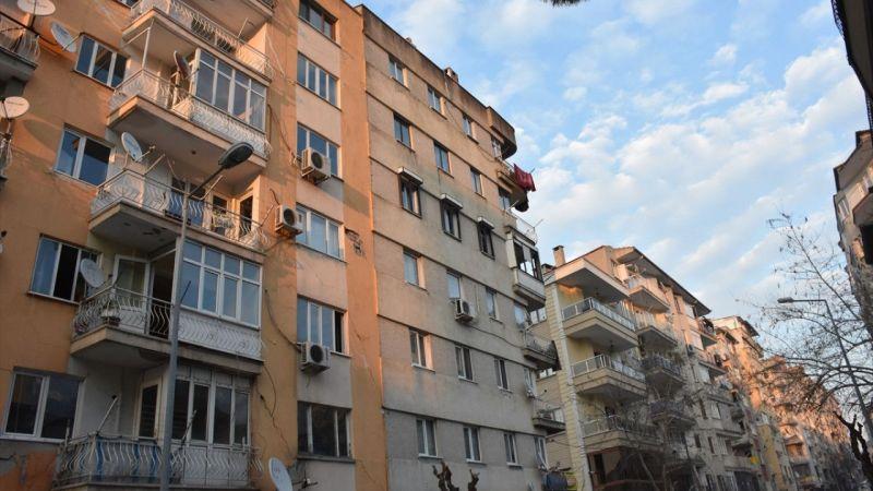 Yıkılma tehlikesi bulunan 7 katlı apartman tahliye edildi