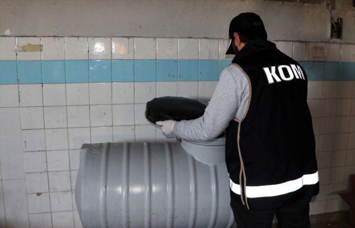 İzmir'de sahte içki operasyonunda iki kişi yakalandı