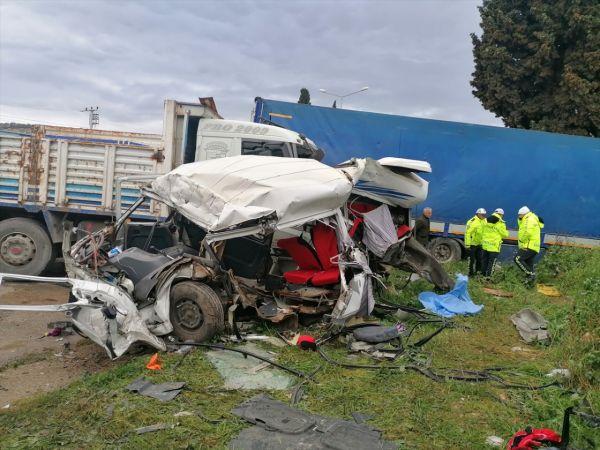 İzmir'de trafik kazası: 1 ölü, 4 yaralı