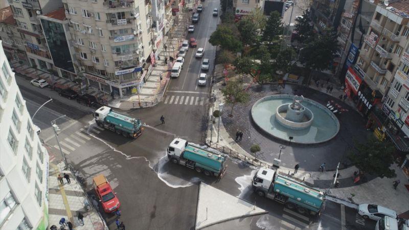 Manisa'da cadde ve sokaklar köpüklü suyla yıkandı