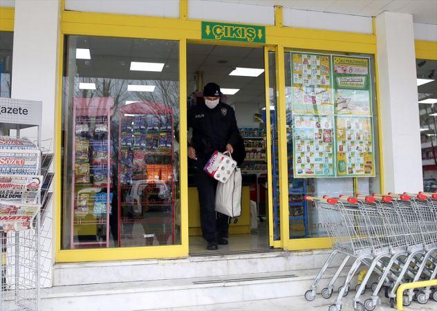 Kıbrıs gazisinin market alışverişini polis yaptı