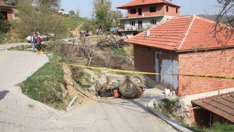 Manisa'da 13 yaşındaki çocuğun kullandığı traktör devrildi, 7 yaşındaki kardeşi öldü