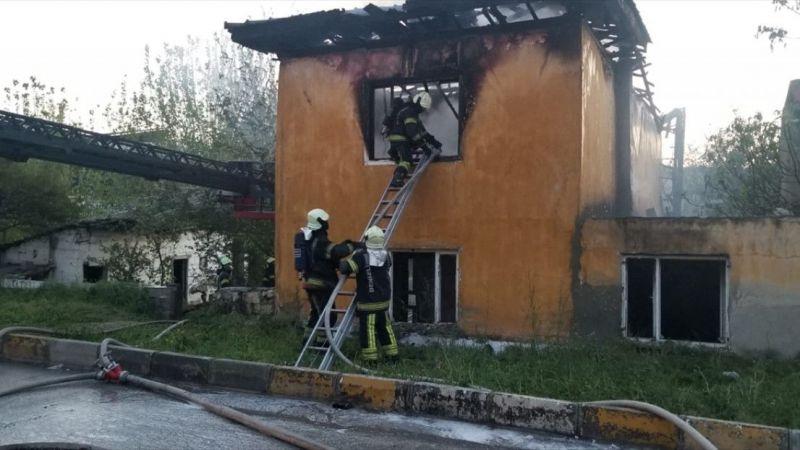 Denizli'de 2 katlı evde çıkan yangın hasara yol açtı