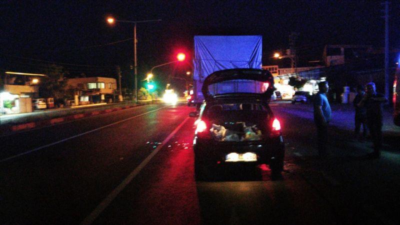 Manisa'da otomobilin kamyona çarpması sonucu 3 kişi yaralandı