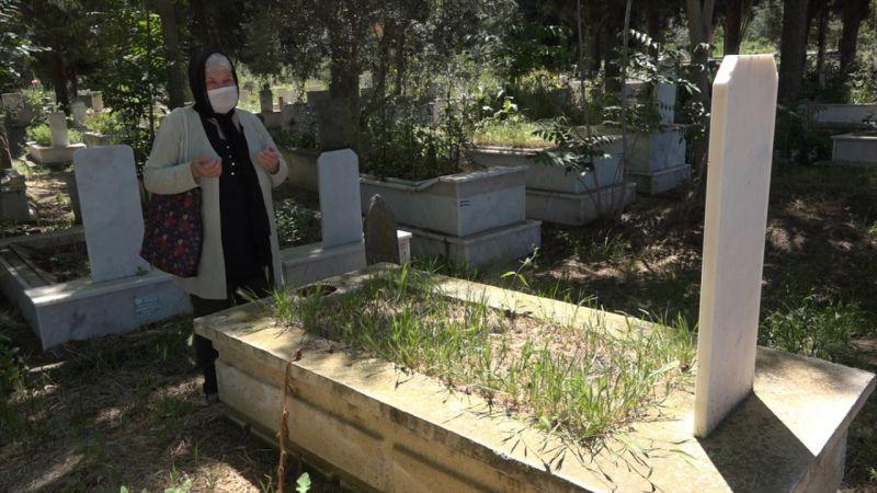 Denizli'de 77 yaşındaki kadın, sokağa çıkınca eşinin mezarı başına gitti