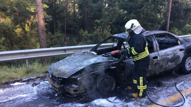 Marmaris'te seyir halindeki otomobil yandı
