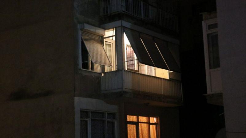 İzmir'de kendisini odaya kilitleyip kafasına pompalı tüfek dayayan kişiyi polis ikna etti