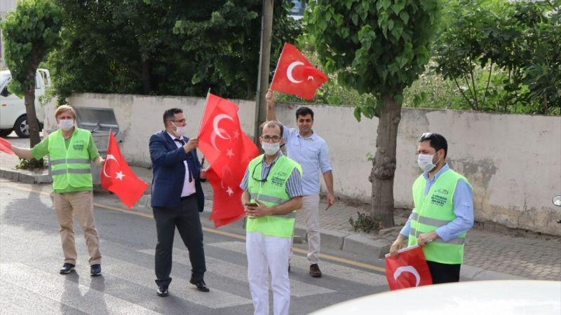 Aydın'da 5 bin Türk bayrağı dağıtıldı