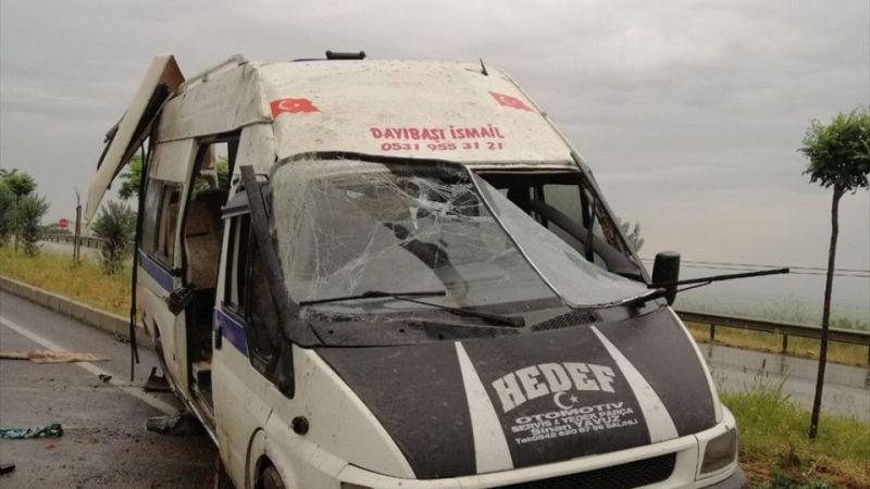 Manisa'da tarım işçileri taşıyan minibüs devrildi: 15 yaralı