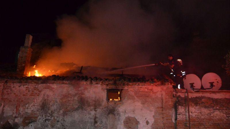 Aydın'da metruk evde yangın çıktı