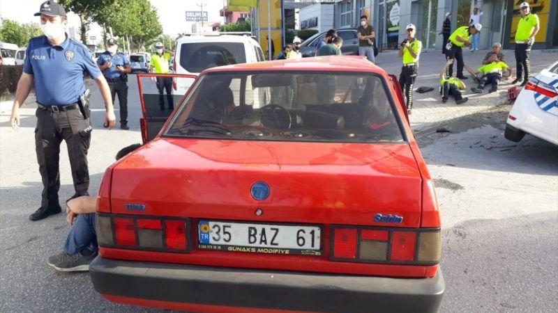 Denizli'de otomobille polis aracının çarpışması sonucu 5 kişi yaralandı