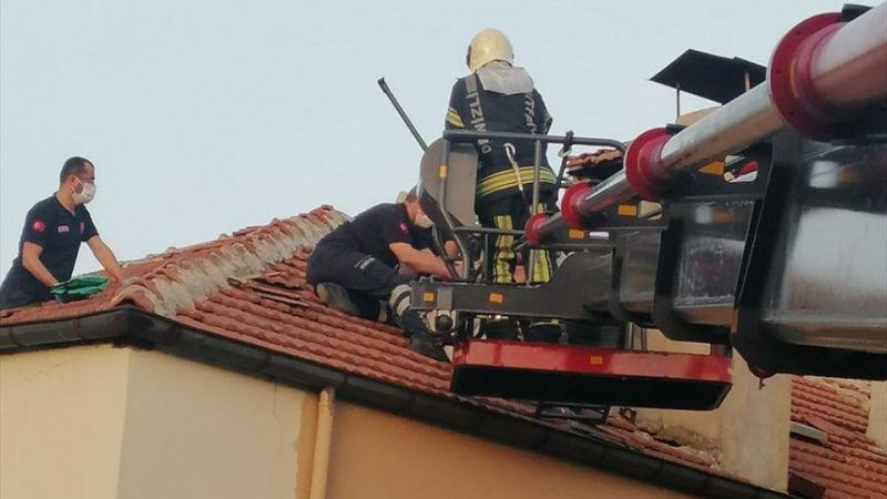 Denizli'de tamir için çıktığı çatıda fenalaşan kişi hastaneye kaldırıldı