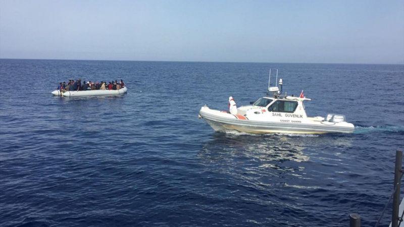 İzmir'de Türk karasularına geri itilen 42 sığınmacı kurtarıldı