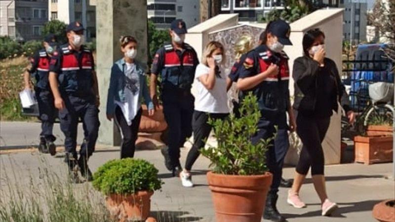 """İzmir'de """"biyoenerji seansları"""" düzenleyerek dolandırıcılık yaptığı öne sürülen iki kişi tutuklandı"""