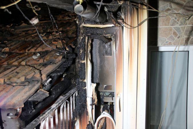 Uşak'ta bir evde çıkan yangında hasar oluştu