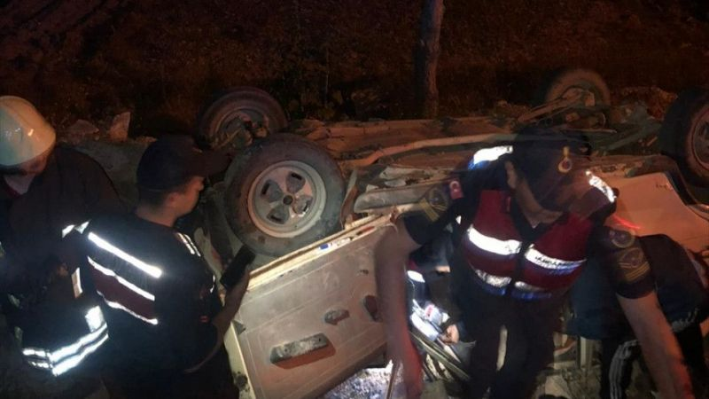 Denizli'de devrilen otomobilin sürücüsü yaralandı