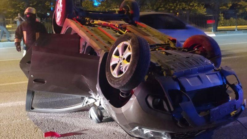 Beton bariyere çarpan otomobil takla attı: 2 yaralı