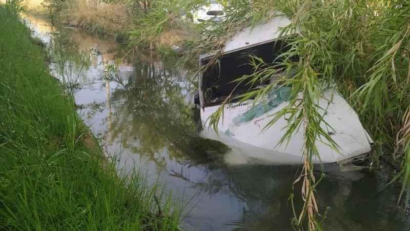 """Aydın'da """"dur"""" ihtarına uymayan sürücü, otomobilinin sulama kanalına düşmesiyle yakalandı"""