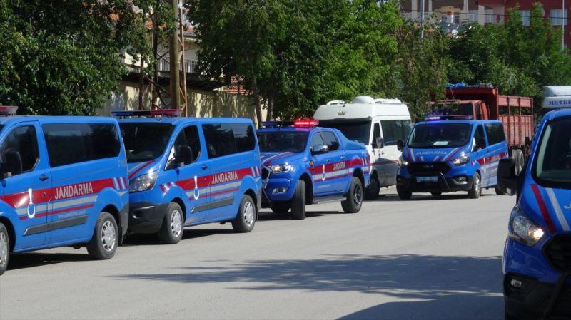 Afyonkarahisar'da uyuşturucu operasyonununda yakalanan 15 zanlı tutuklandı