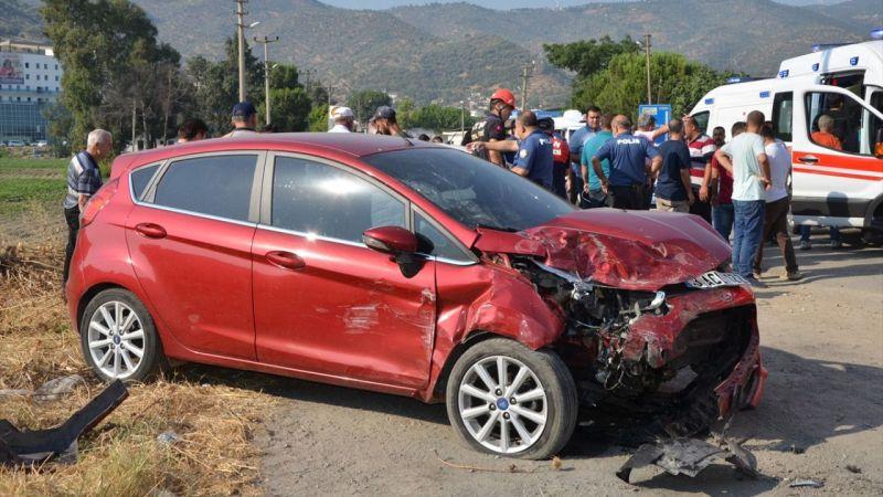 Koçarlı'da iki otomobil çarpıştı: 2 yaralı